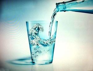 gelas dan air