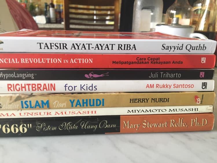 beli buku di online store